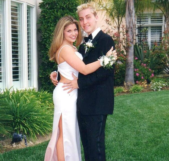 celebrity-prom-photos-danielle-fishel-1546447165755.png