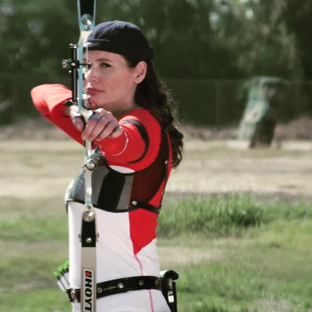 geena-davis-archery-1557240367705.jpg