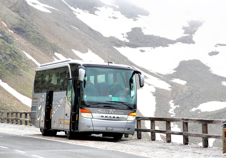 7-bus-cliff-1557762974152.jpg