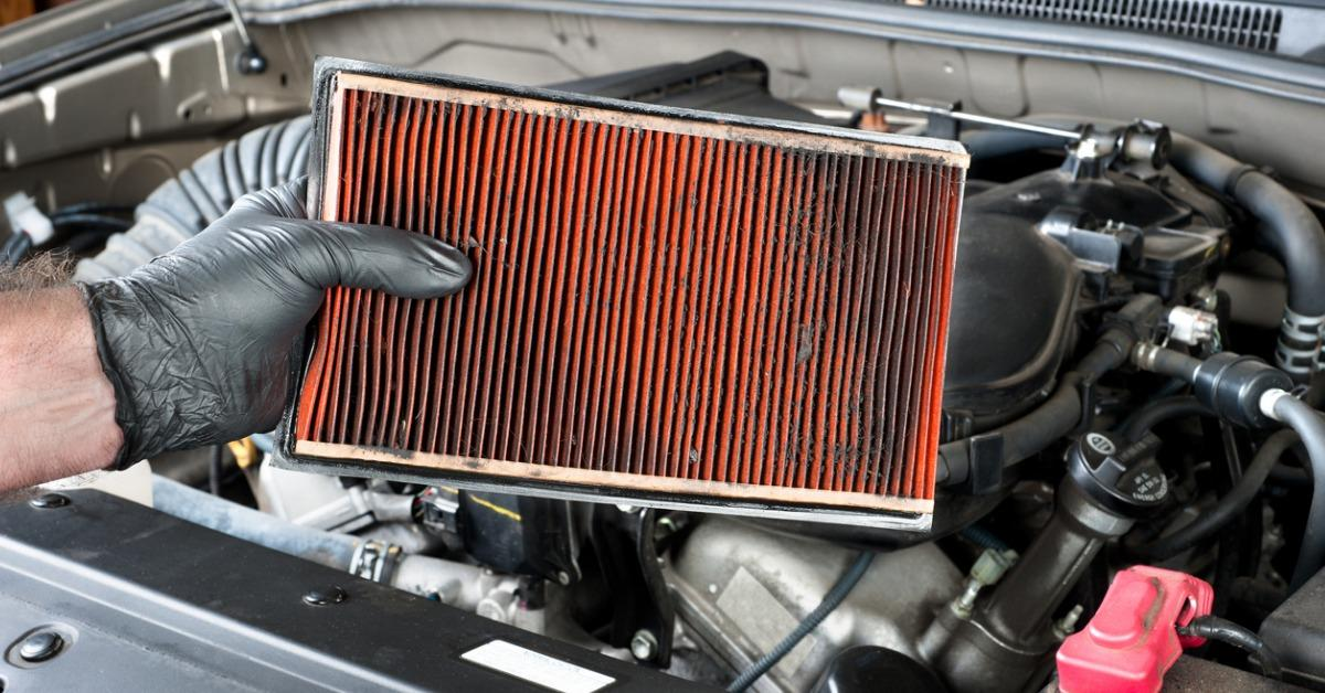 removing-a-dirty-automotive-air-filter-picture-id162411208-1540298652775-1540299098288.jpg