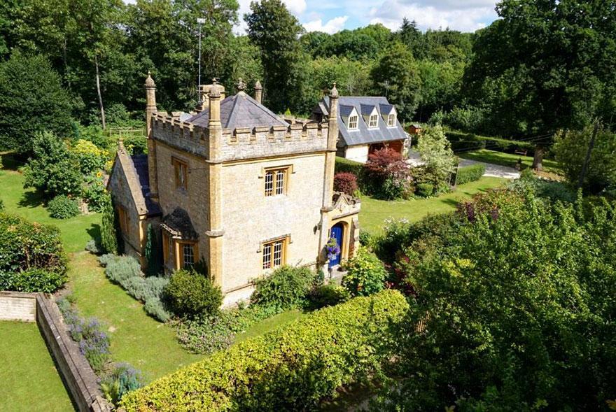 uk-smallest-castle-for-sale-mollys-lodge-12-1491413364002.jpg