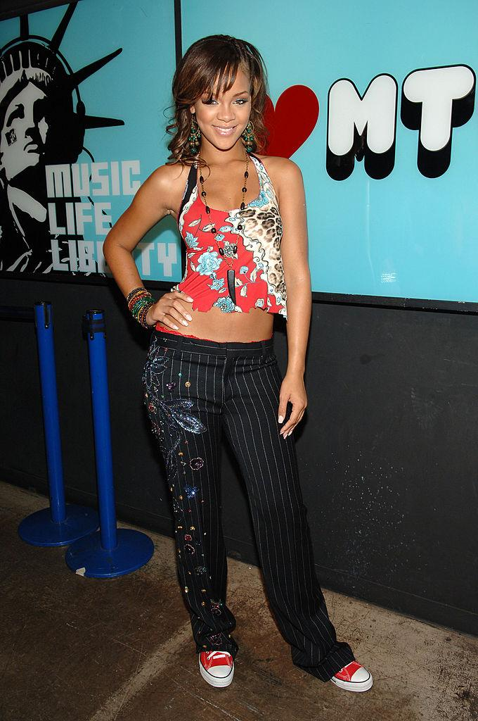 13-2000s-fashion-rihanna-1569517160335.jpg