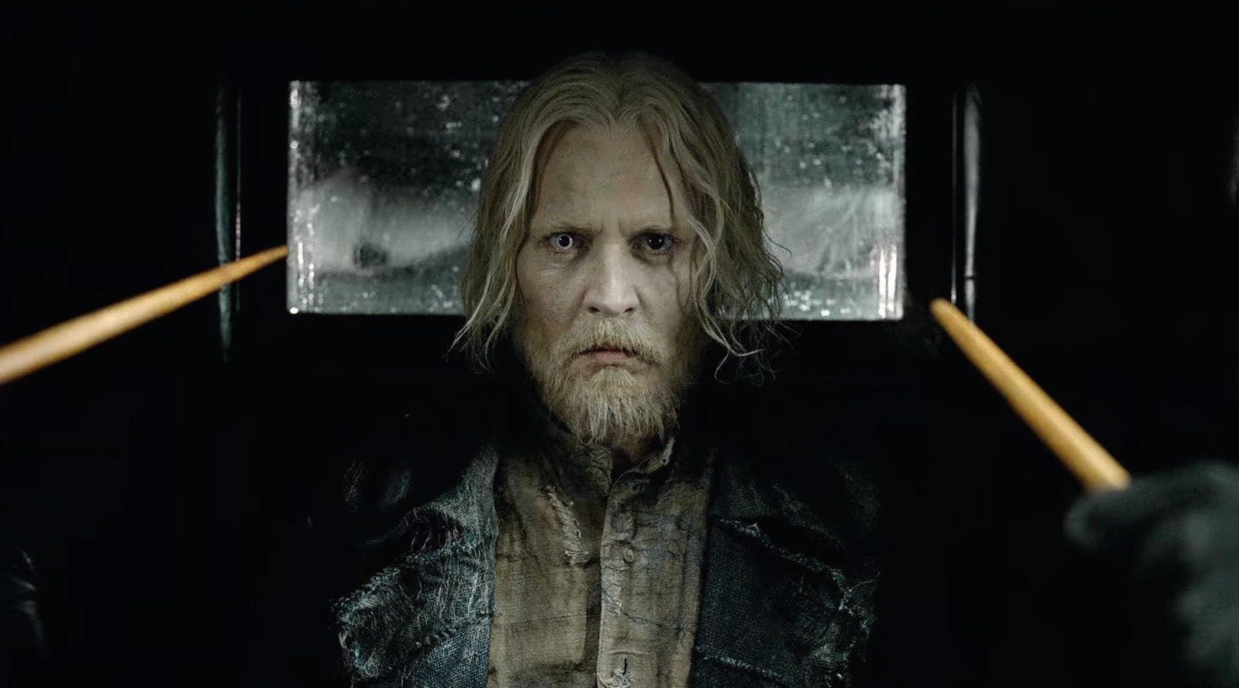 Johnny-Depp-as-Grindelwald-in-Fantastic-Beasts-2-1521034621787.jpg