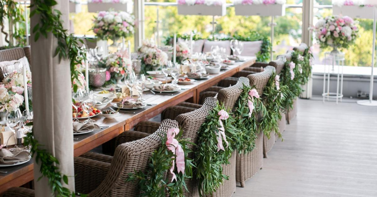 wooden-chairs-with-a-laurel-wreath-on-terrace-restaurant-picture-id826047370-1542303926579-1542303928700.jpg