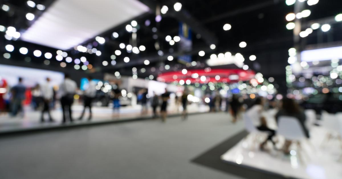 blurred-defocused-background-of-public-event-exhibition-hall-business-picture-id857615704-1541702347249-1541702350540.jpg