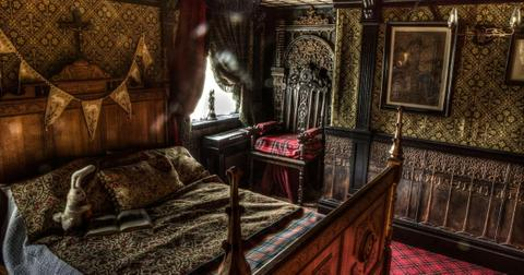 haunted-bedroom-talliston-1571782713021.jpg