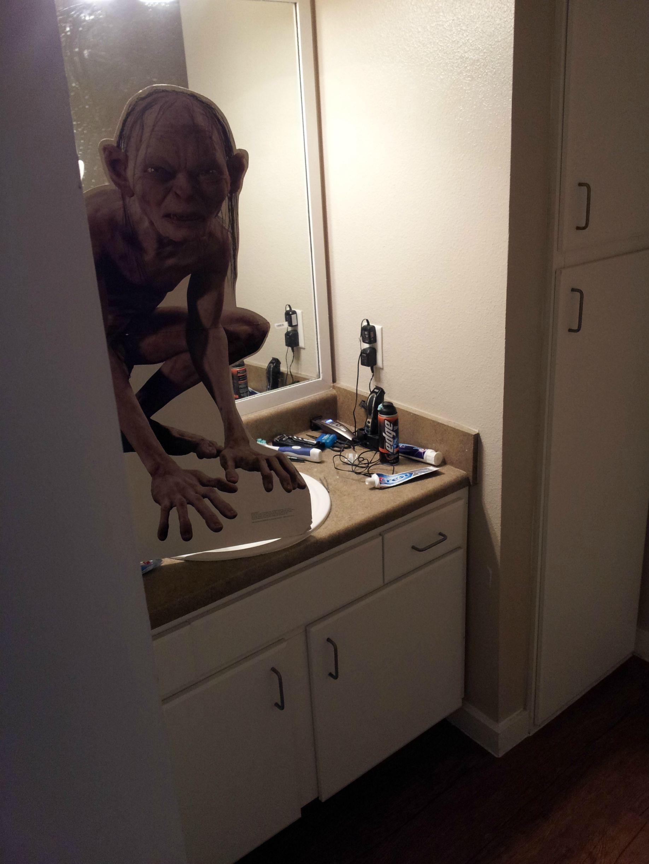 11-bad-roommates-1558710453553.jpg