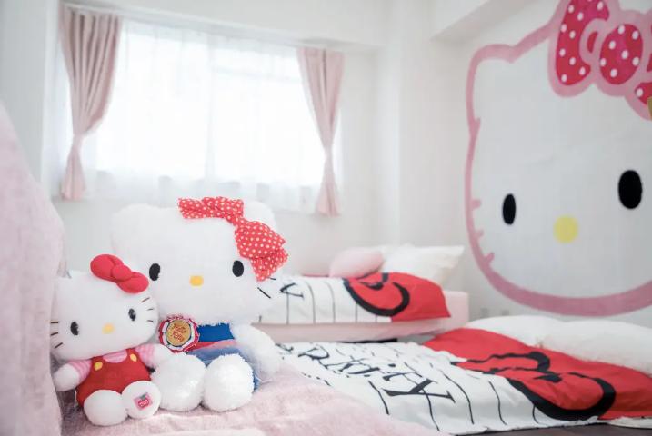 hello-kitty-airbnb-1557419054337.jpg