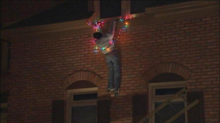 the-worst-christmas-decoration-ever-1513183889572.jpg