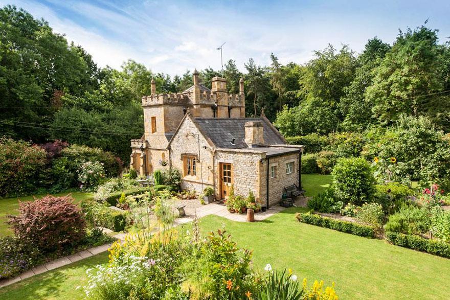 uk-smallest-castle-for-sale-mollys-lodge-7-1491414142055.jpg