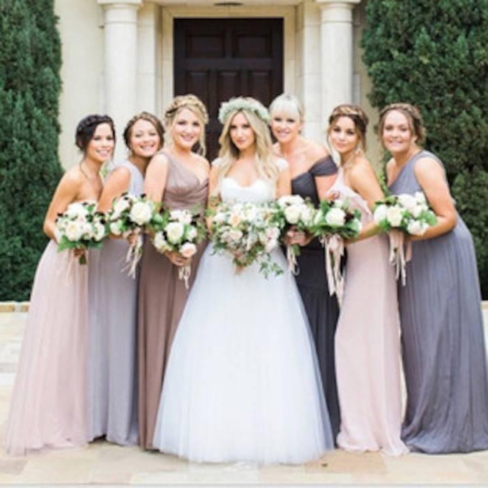 vanessa-hudgens-bridesmaid-1545171140542.jpg
