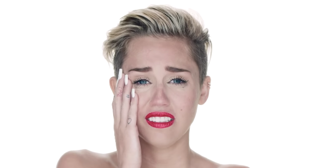 miley-cyrus-liam-wrecking-ball-1543256605216.png
