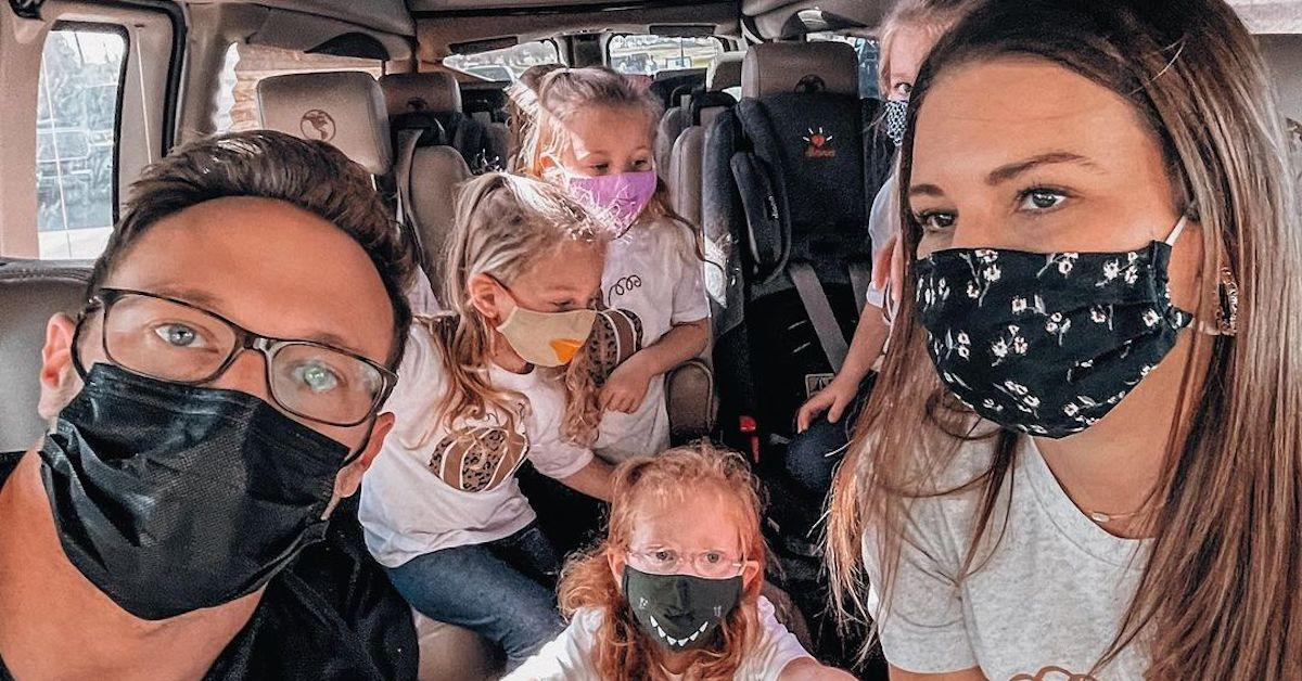 Danielle和Adam Busby和他们的孩子来自'tourthaned'