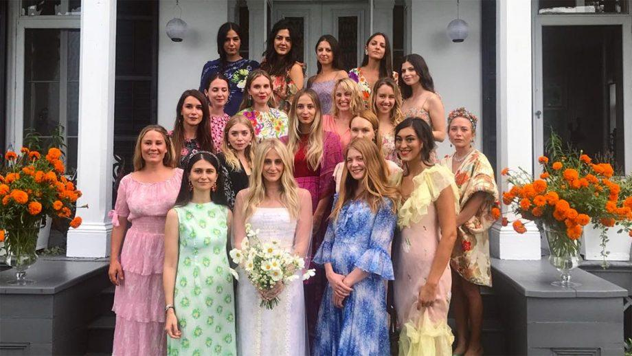 olsen-twins-bridesmaids-1545171280950.jpg