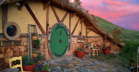 hobbit-airbnb-1557425736646.jpg