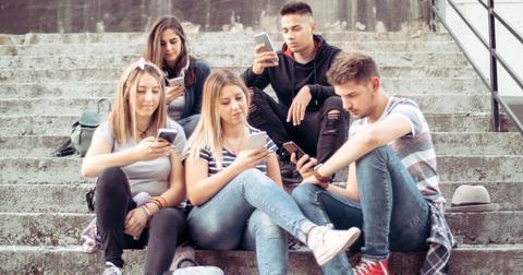 people-staring-at-phones-1562679999293.jpg