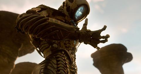 who-plays-the-robot-in-the-new-lost-in-space-1577378201421.jpg