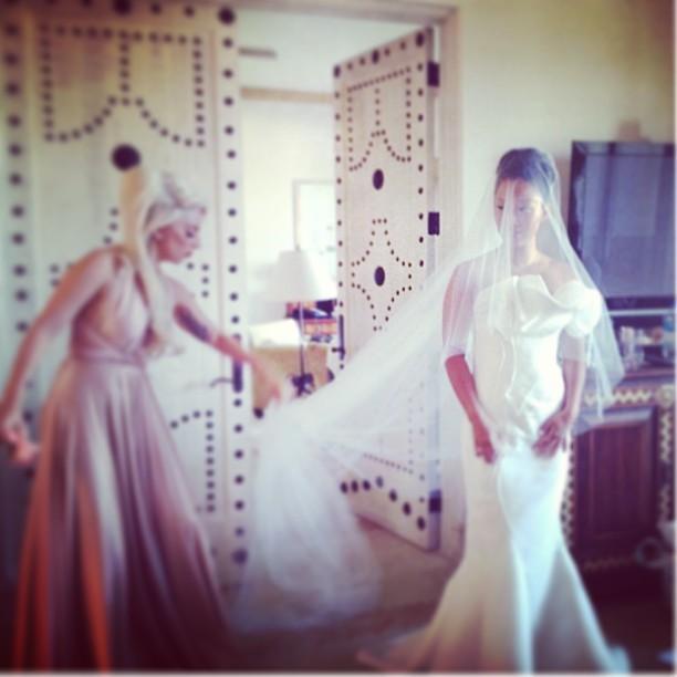 lady-gaga-bridemaid-1545170347652.jpg