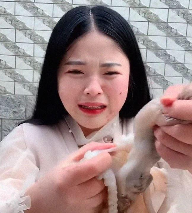chinese-vlogger-eating-octopus-6-1557325421961.JPG