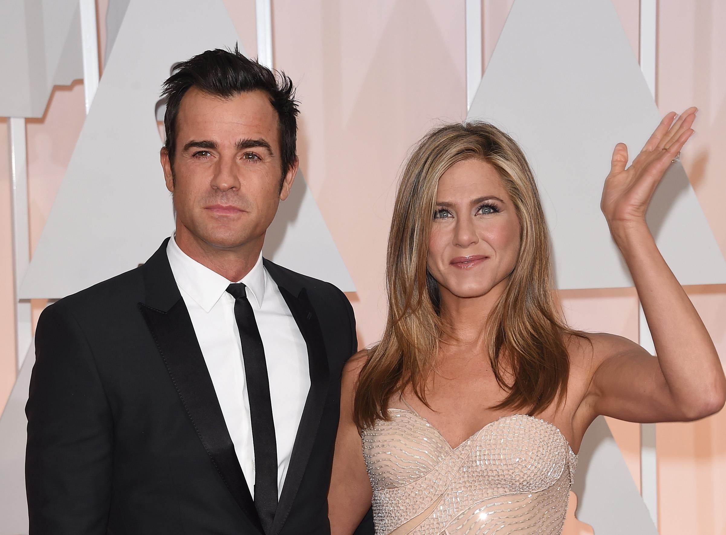 jennifer-aniston-justin-theroux-wedding-1545965046478.jpg