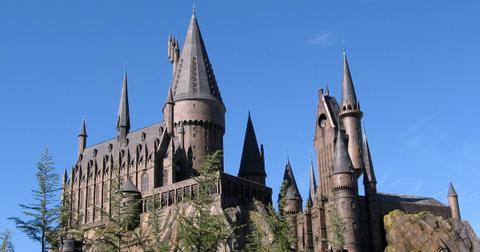 Wizarding-World-of-Harry-Potter-Castle-1550867414873-1550867416531.jpg