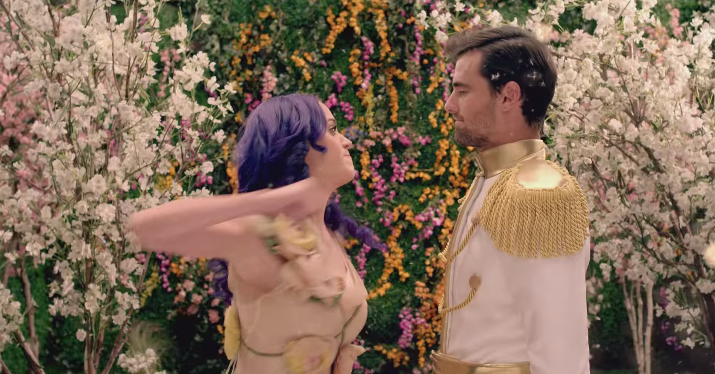 katy-perry-russell-brand-break-up-song-1543254397363.png