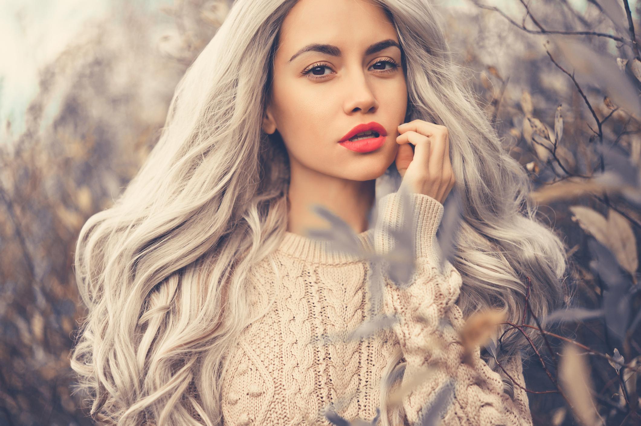 3-dress-code-gray-hair-1569858290661.jpg