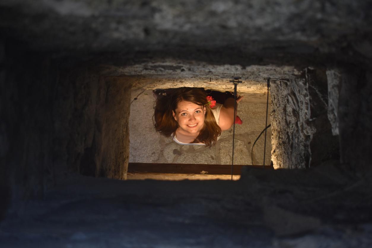 woman-stalker-chimney-1547577464031.jpg