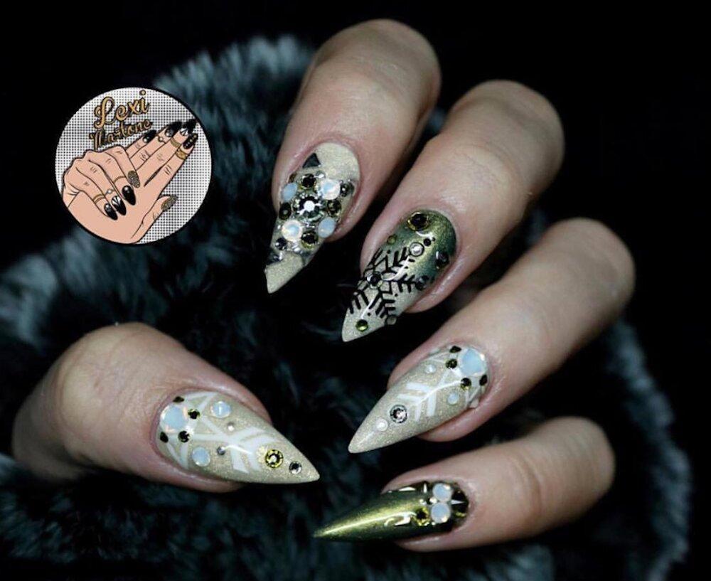 lexi-martone-nail-art-1574885113617.jpg