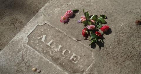 alice-flagg-grave-1557156487678.jpg