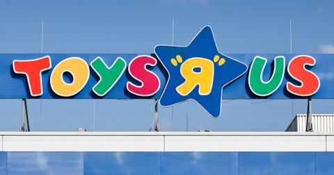 toys-r-us-reopening-1574883040744.jpg