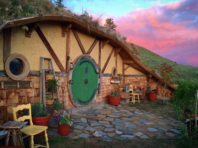 hobbit-airbnb-1557417717328.jpg