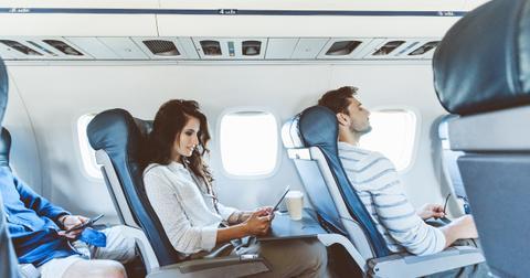 women-stop-creepy-man-on-airplane-3-1553537807820.jpg