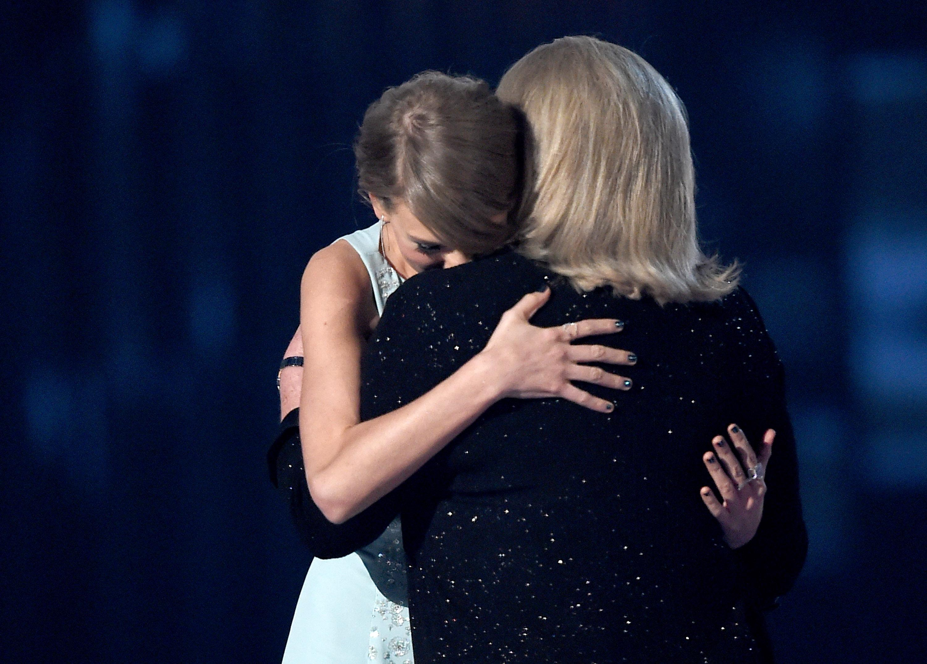 taylor swift and mom