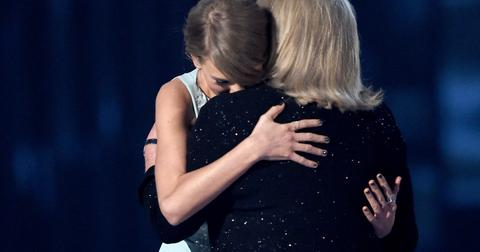 taylor-swift-mom-cancer-feature-1579638319227.jpg