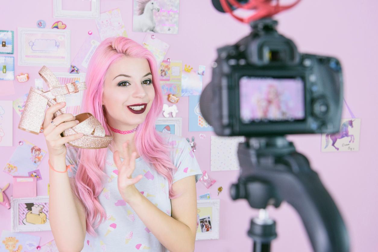 youtube-vlogger-1545936369054.jpg