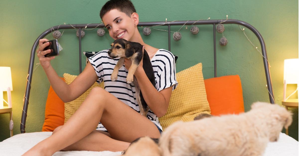 Studies Show That Women Do in Fact Sleep Better Next to Dogs Than Men