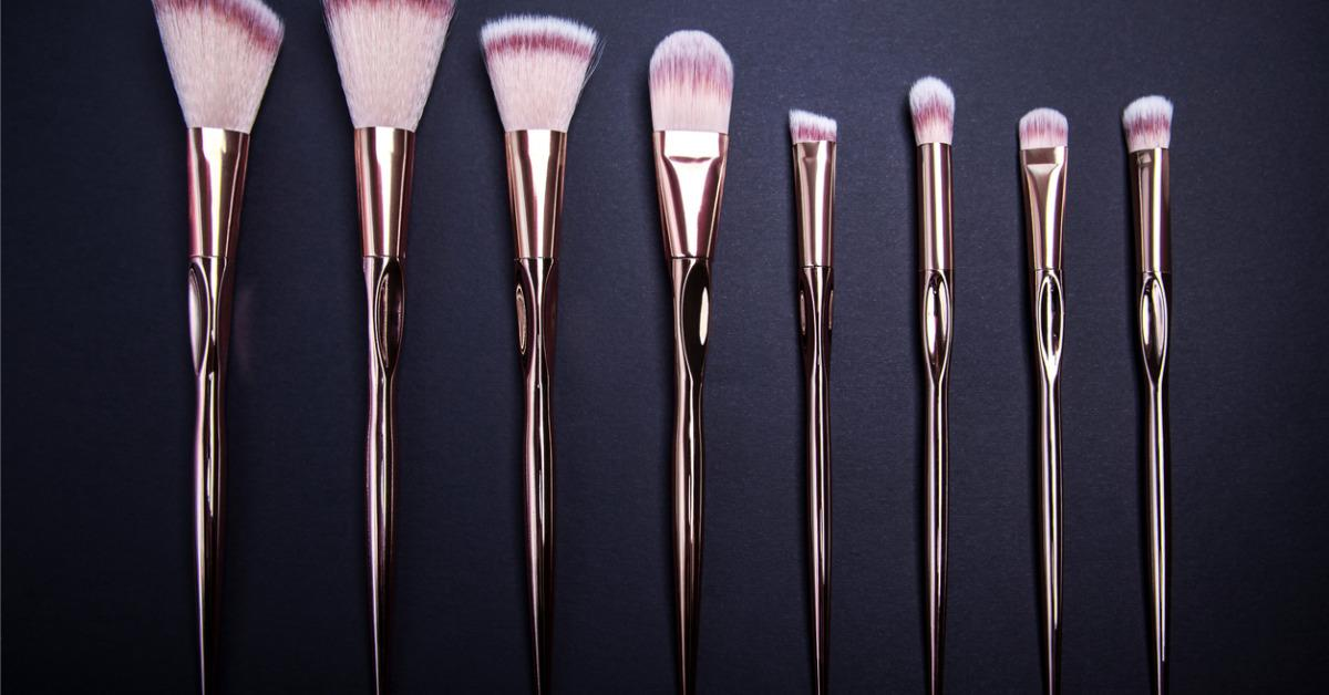set-of-makeup-brushes-for-beautiful-makeup-looks-on-black-background-picture-id896271122-1535053598122-1535053599776.jpg