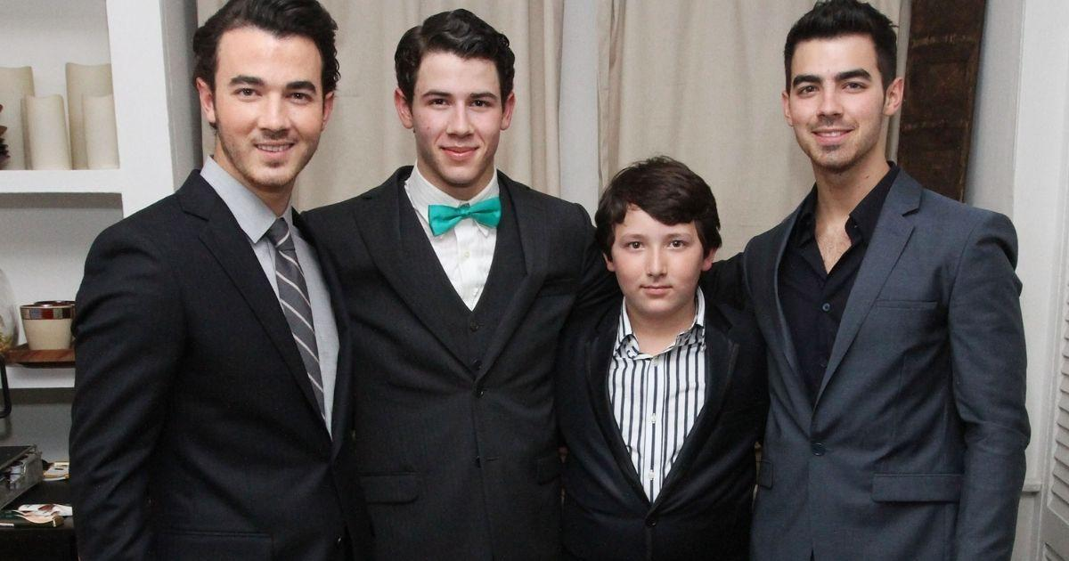why was frankie jonas not in the band