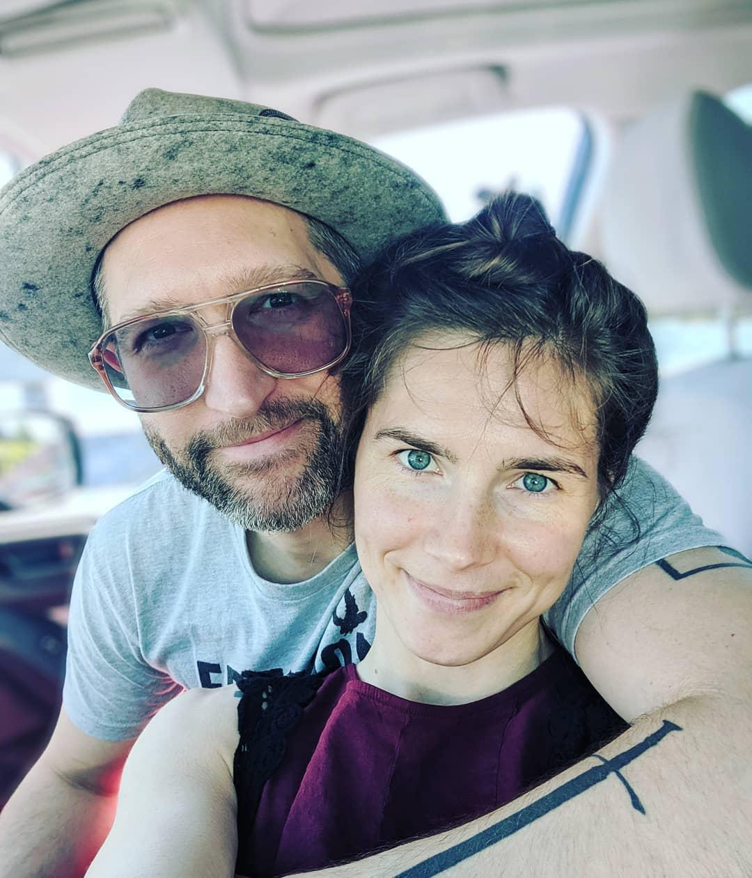 is-amanda-knox-married-1-1560457764997.jpg
