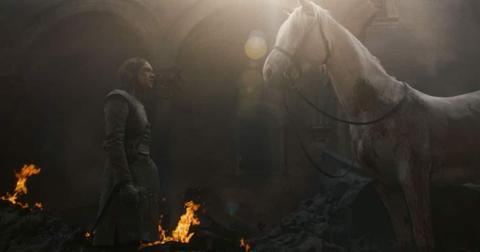 arya-and-the-white-horse2-1557764607860.jpg