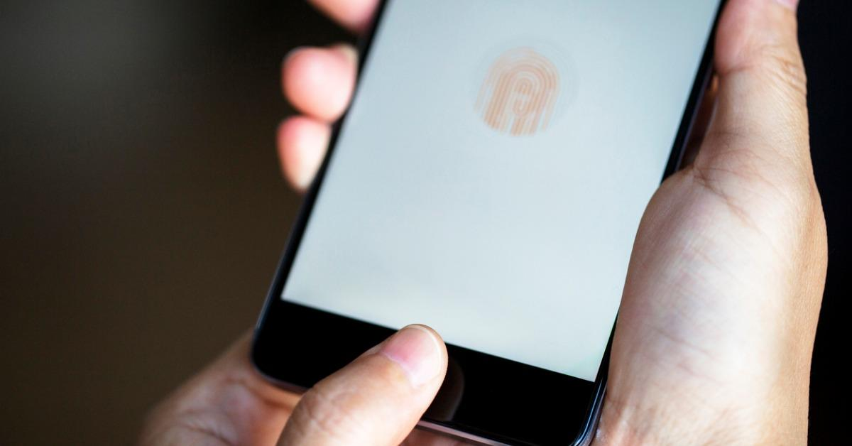 fingerprint-on-smart-phone-picture-id681581260-1545861223659.jpg