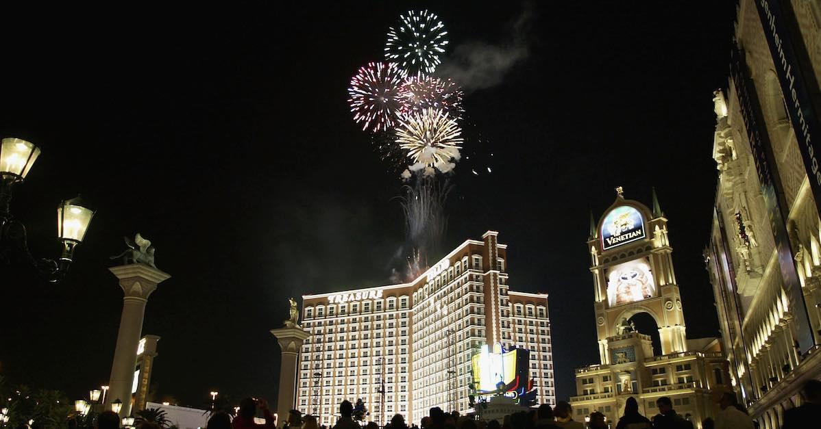 new-years-eve-fireworks-near-me-vegas-1545855239619.jpg