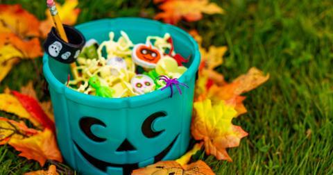 teal-pumpkin-halloween-1572287312293.jpg
