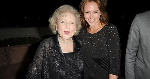 8-betty-white-jennifer-love-hewitt-1579803212340.jpg