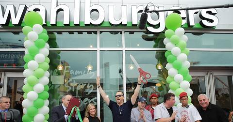 wahlburgers-ending-1564597312212.jpg