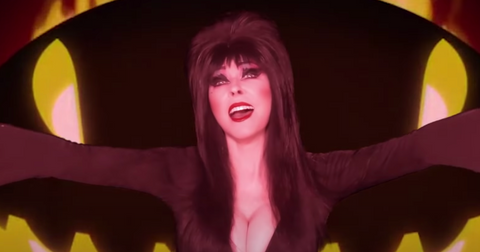 what-does-elvira-look-like-without-makeup-1602811815694.png