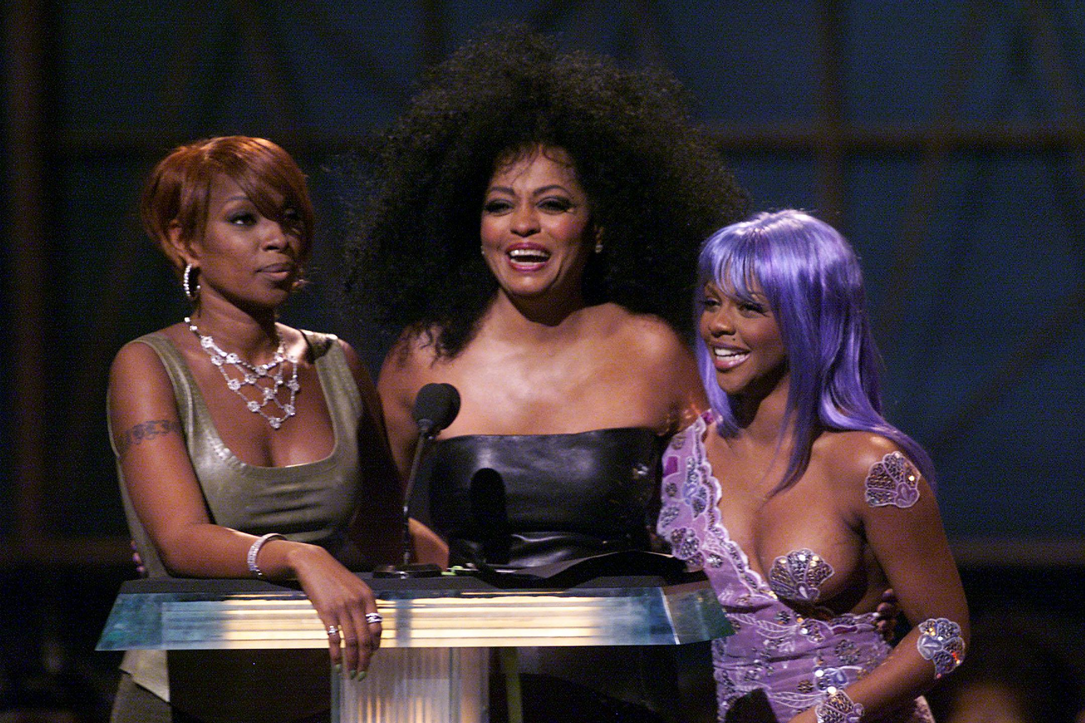 lil-kim-purple-bodysuit-1540317701282-1540319724862.jpg