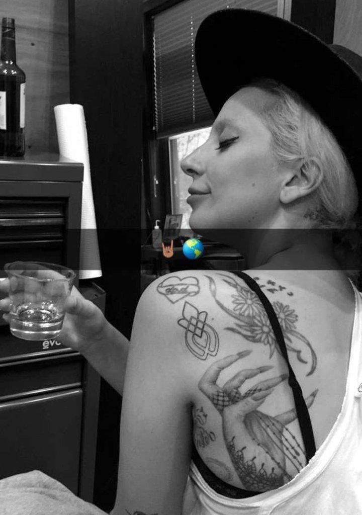 gaga-snapchat-tattoo-1547833156806.jpeg