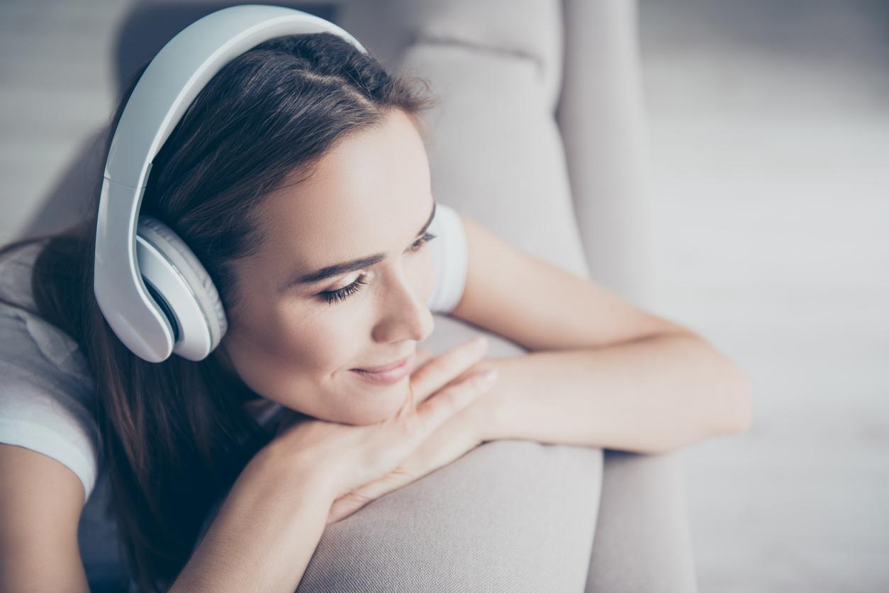 headphones-1539378790039-1539378792109.jpg